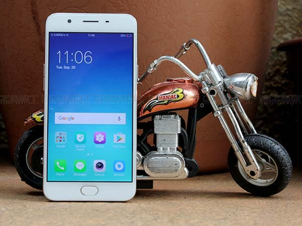 Oppo F1s (Rs. 17,999)