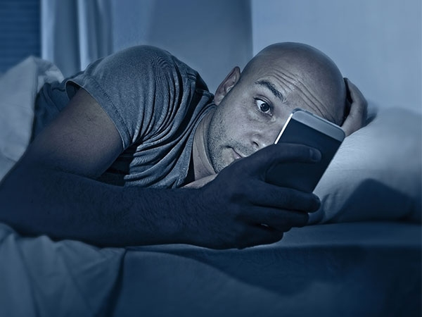 શુ સ્માર્ટફોન તમારી ઉંગ પર અસર કરે છે?