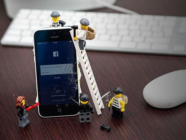 તમારા ફેસબુક એકાઉન્ટને સુરક્ષિત કરવા માટેની 5 ટિપ્સ