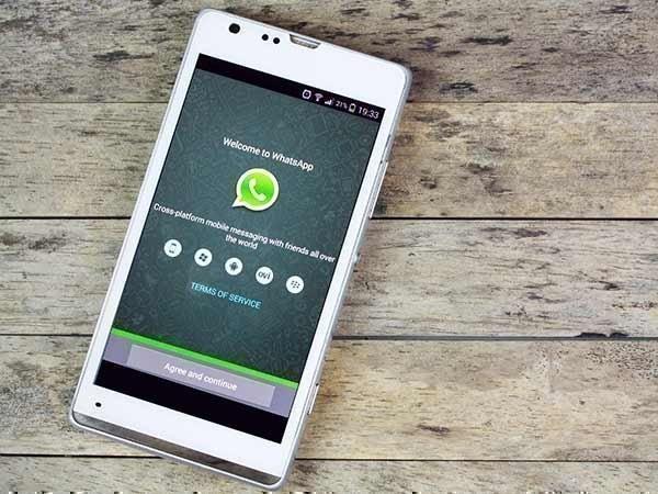 IOS માટે WhatsApp સ્થાન સ્ટીકર પરીક્ષણ કરે છે