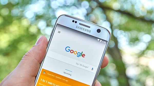 Google ને તમારો અવાજ સાંભળવા થી કઈ રીતે રોકવું