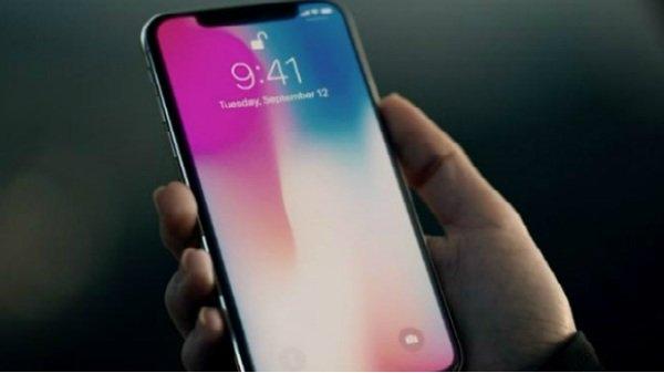 એપલ આઈફોન એક્સ અને આઈફોન એસઇ આ વર્ષે બંધ કરી દેવામાં આવશે