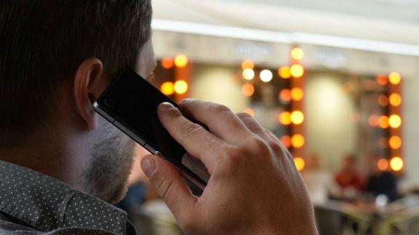 ડ્રાઇવિંગ વખતે ફોન પર વાત કરવાથી તમને 5000 રૂપિયાનો દંડ મળશે
