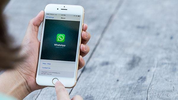 થોડા સમય માં આઈફોન યુઝર્સ વોટ્સએપ ને ફેસ અથવા ટચ આઈડી દ્વારા લોક કરી શ