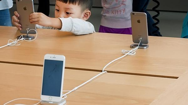 નવો સ્માર્ટફોન લેવા નો પ્લાન કરી રહ્યા છો? તમારા માટે એક ખરાબ સમાચાર છ