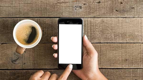 10 ફીચર્સ કે જે 2018 માં ટોપ એન્ડ સ્માર્ટફોન માંથી નીકળી ગયા