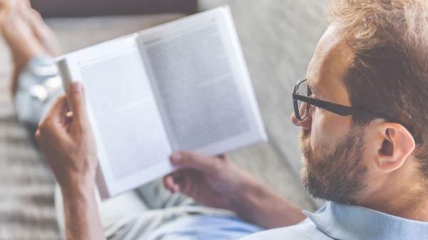 દુનિયા નો સેકન્ડ રિચેસ્ટ વ્યક્તિ તમને આ સાત બુક વાંચવા માટેની સલાહ આપે છે.