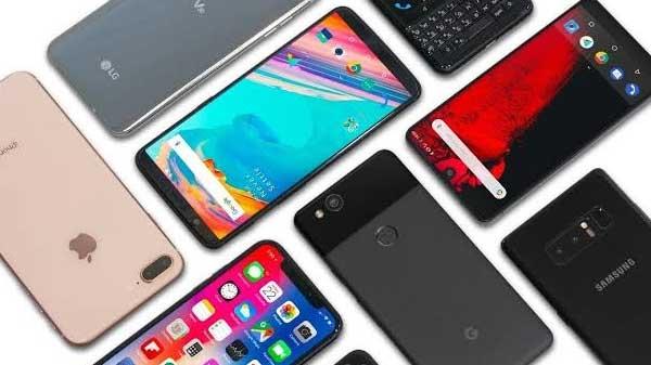 ઓનલાઇન અને ઓફલાઇન ઇન્વેન્ટરી ને ખાલી કરવા માટે સ્માર્ટફોન કંપનીઓ