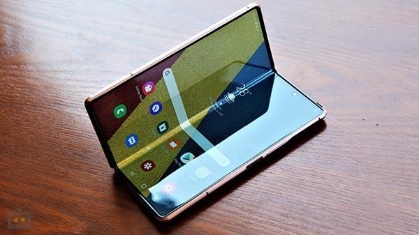 સ્માર્ટફોન ની અંદર કઈ યુનિક અને નવી ટેક્નોલોજી આ વર્ષ જોવા માં આવી