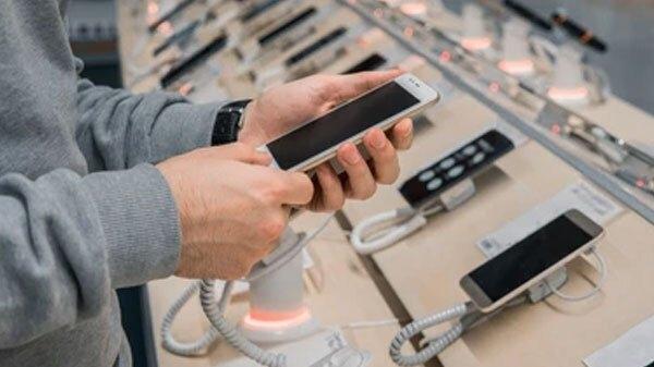 સ્માર્ટફોન કંપનીઓ દ્વારા શા માટે કિંમત માં વધારો કરવા માં આવી રહ્યો છે