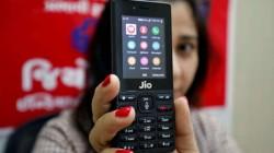 જીઓ ફોન લાઈટ ફીચર ફોન રૂપિયા 400 માં ઉપલબ્ધ થઇ શકે છે